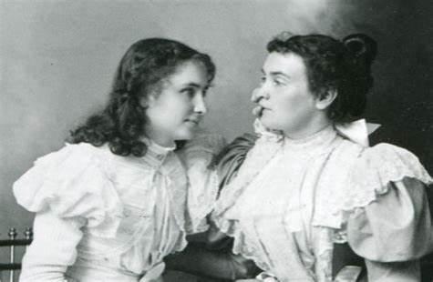 Annie w Helen